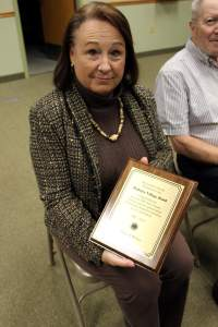 Barb with plaque